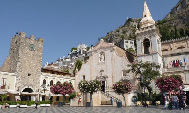 Starinnaya-bashnya-v-Taormine